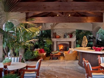 Pretty Seating Area Ideas With Outside Fireplace 15