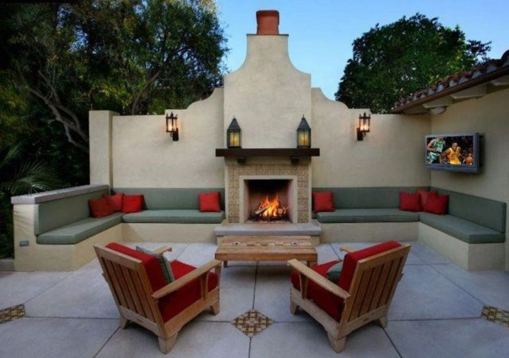 Pretty Seating Area Ideas With Outside Fireplace 23