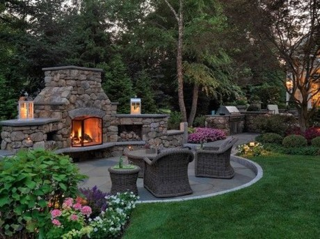 Pretty Seating Area Ideas With Outside Fireplace 34