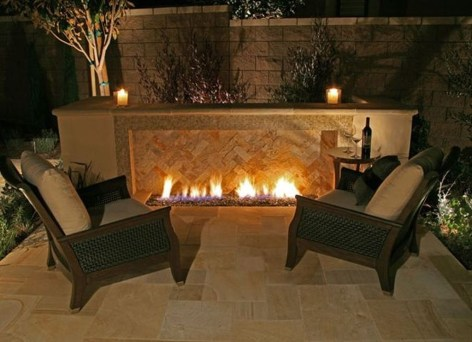 Pretty Seating Area Ideas With Outside Fireplace 36