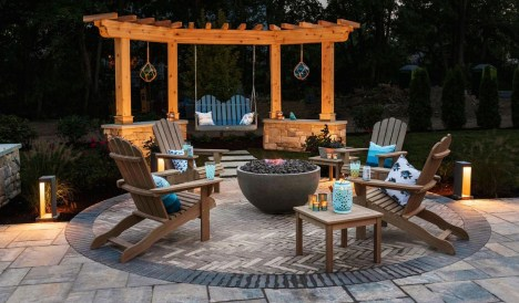 Pretty Seating Area Ideas With Outside Fireplace 46