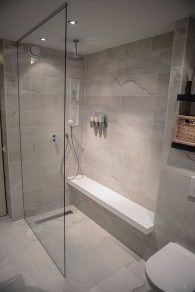 Spectacular Bathroom Tile Shower Ideas That Looks Cool 11