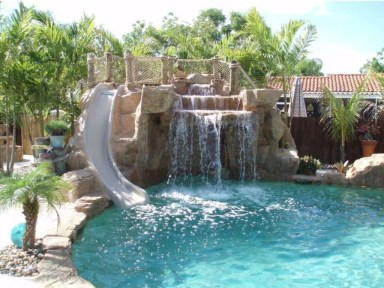 Amazing Swimming Pools Design Ideas For Small Backyards 14