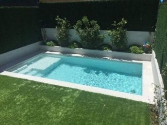 Amazing Swimming Pools Design Ideas For Small Backyards 36
