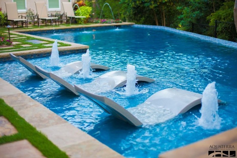 Amazing Swimming Pools Design Ideas For Small Backyards 44