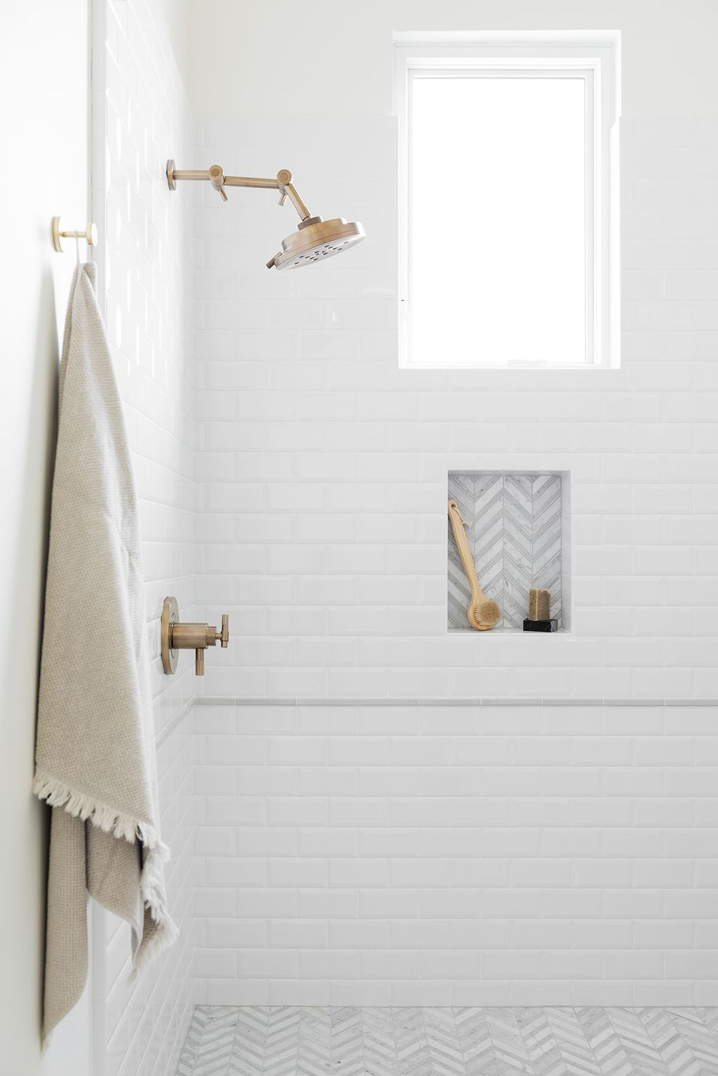 Astonishing Farmhouse Shower Tile Decor Ideas To Try 20