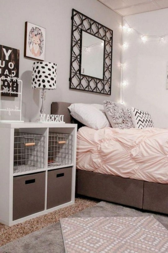 Cozy Suite Room Apartment Decorating Ideas To Try 44