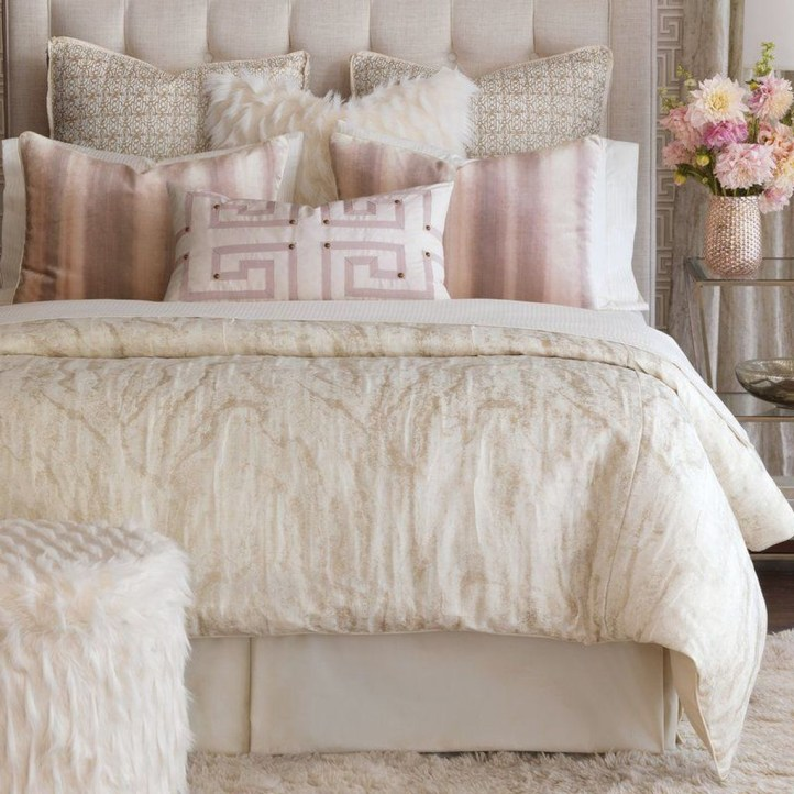 Fancy Champagne Bedroom Design Ideas To Try 01