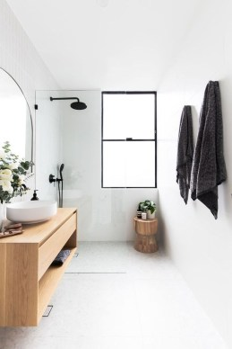 Inspiring Small Bathroom Design Ideas With Wood Decor To Inspire 34