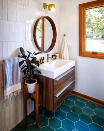 Inspiring Small Bathroom Design Ideas With Wood Decor To Inspire 44