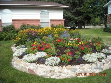 Modern Flower Beds Rocks Ideas For Front House To Try 30