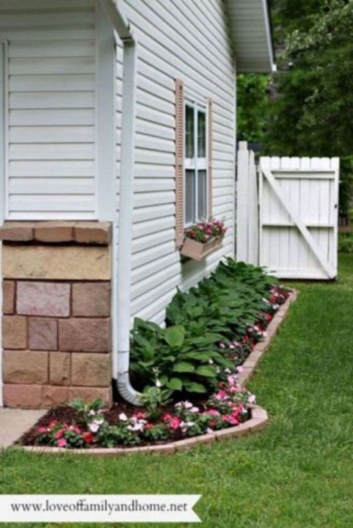 Modern Flower Beds Rocks Ideas For Front House To Try 38