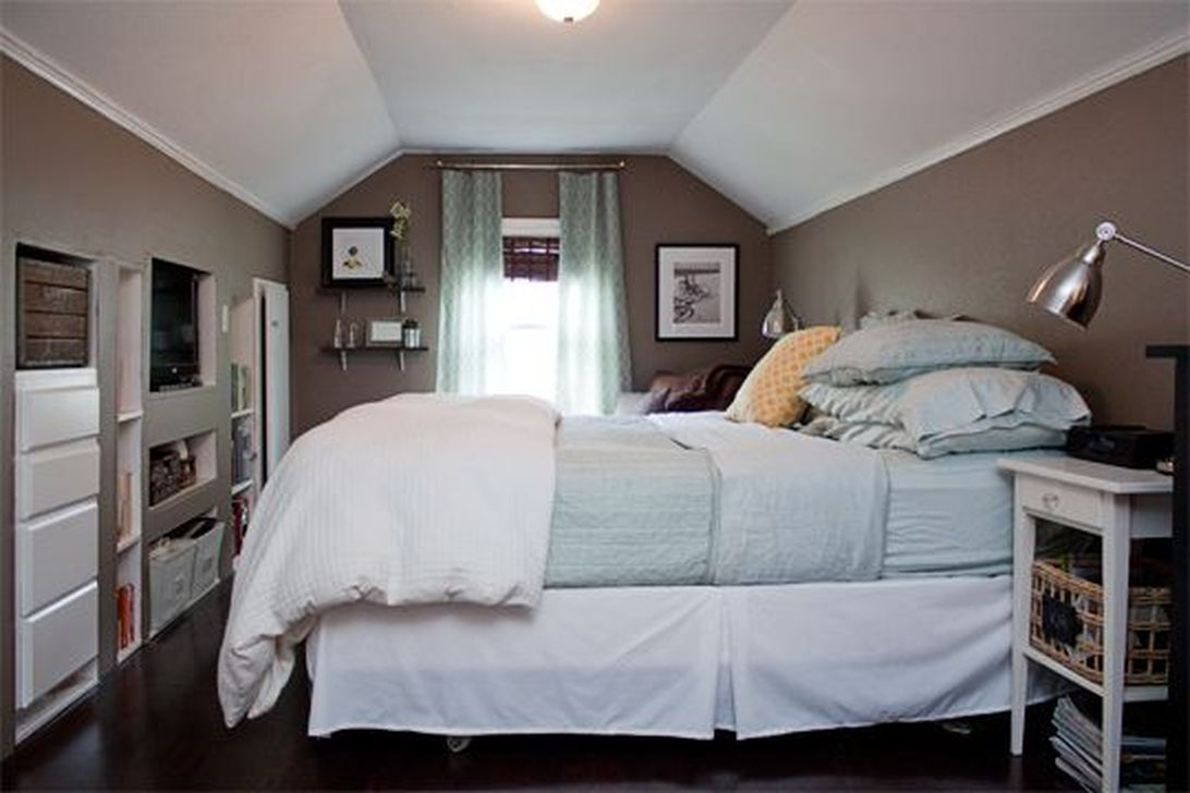 48 Elegant Small Attic Bedroom For Your Home - HOMYSTYLE
