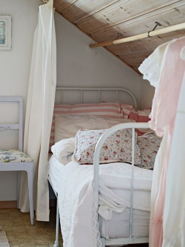 Elegant Small Attic Bedroom For Your Home 48