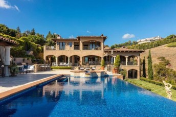 Gorgeous Mediterranean Swimming Pool Designs Out Of Your Dream 23