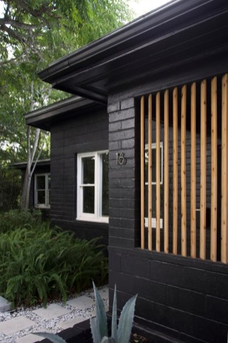 Modern Homes Decorating With Black Exteriors 37