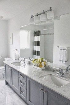 Stylish Small Master Bathroom Remodel Design Ideas 19