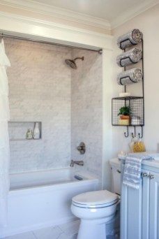 Stylish Small Master Bathroom Remodel Design Ideas 22