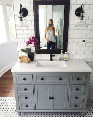 Stylish Small Master Bathroom Remodel Design Ideas 36