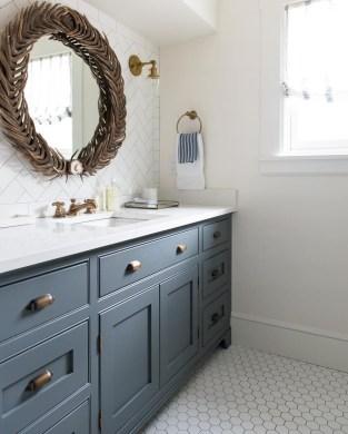 Beautiful Classic Bathroom Design Ideas 23