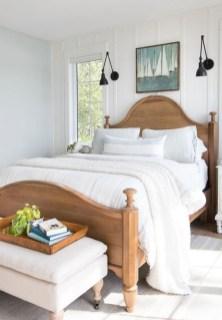 Comfortable Lake Bedroom Design Ideas 15