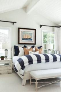 Comfortable Lake Bedroom Design Ideas 16