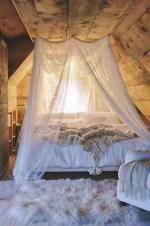 Glamorous Canopy Beds Ideas For Romantic Bedroom 07