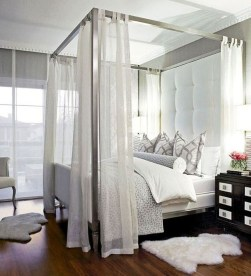 Glamorous Canopy Beds Ideas For Romantic Bedroom 31