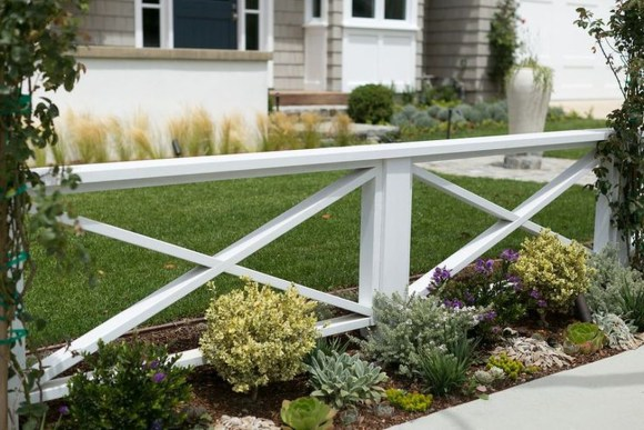Relaxing Front Yard Fence Remodel Ideas For Your Home 11