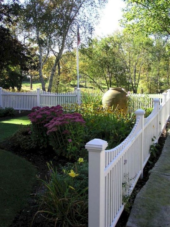 Relaxing Front Yard Fence Remodel Ideas For Your Home 13