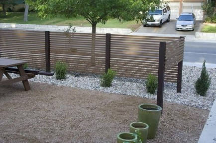 Relaxing Front Yard Fence Remodel Ideas For Your Home 17
