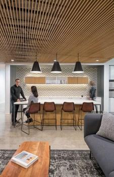 Stunning And Modern Office Design Ideas 16
