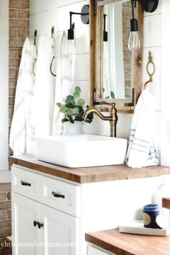 Stunning Rustic Farmhouse Bathroom Design Ideas 38