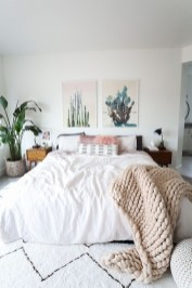 Beautiful White Bedroom Decoration That Will Inspire You 03