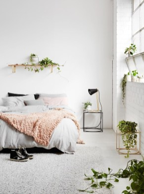 Beautiful White Bedroom Decoration That Will Inspire You 07