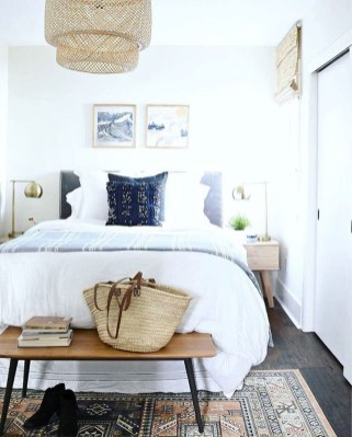 Beautiful White Bedroom Decoration That Will Inspire You 20