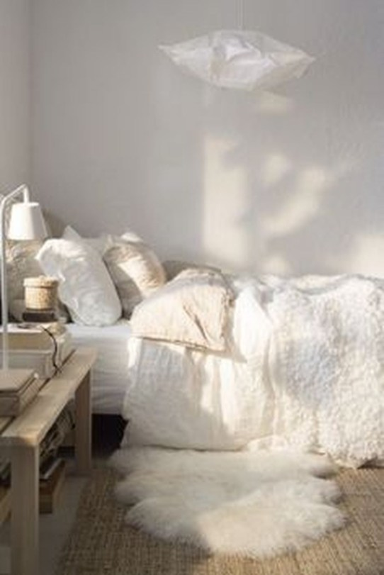 Beautiful White Bedroom Decoration That Will Inspire You 50