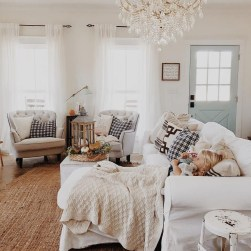 Cozy And Relaxing Living Room Design Ideas 10