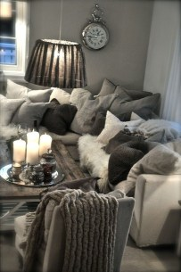 Cozy And Relaxing Living Room Design Ideas 32