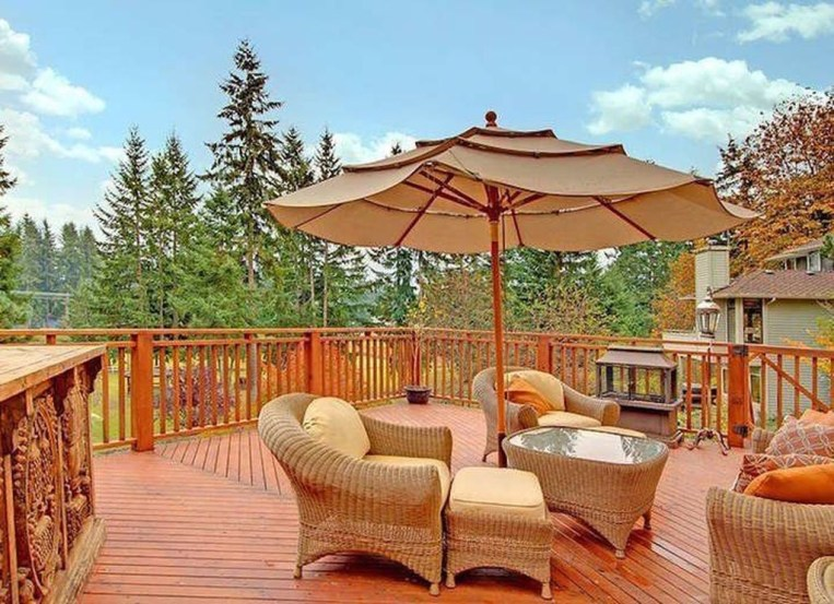 Easy DIY Wooden Deck Design For Your Home 42