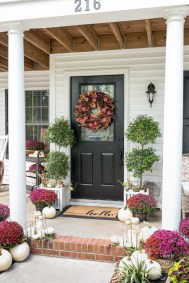 Easy Fall Porch Decoration Ideas To Make Unforgettable Moments 12
