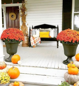 Easy Fall Porch Decoration Ideas To Make Unforgettable Moments 16