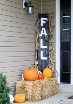 Easy Fall Porch Decoration Ideas To Make Unforgettable Moments 17