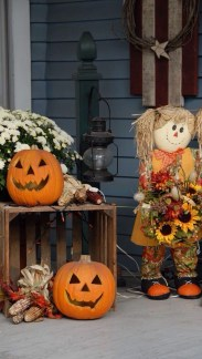 Easy Fall Porch Decoration Ideas To Make Unforgettable Moments 21