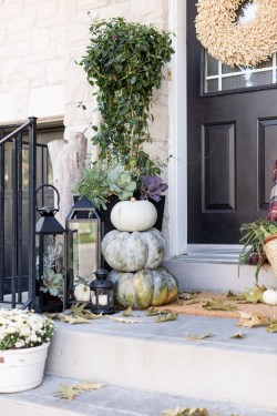 Easy Fall Porch Decoration Ideas To Make Unforgettable Moments 25