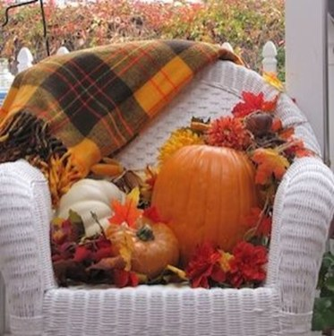 Easy Fall Porch Decoration Ideas To Make Unforgettable Moments 26