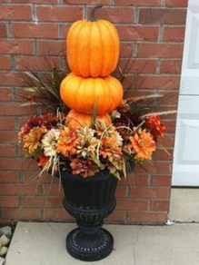 Easy Fall Porch Decoration Ideas To Make Unforgettable Moments 39