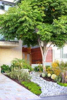 Relaxing Modern Rock Garden Ideas To Make Your Backyard Beautiful 22