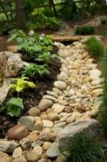 Relaxing Modern Rock Garden Ideas To Make Your Backyard Beautiful 33