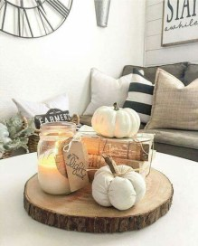 Stunning Fall Living Room Decoration Ideas 32